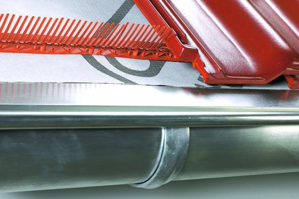 Okapová hrana je zásadním detailem střechy s vlivem na funkčnost (Foto: HPi.cz)