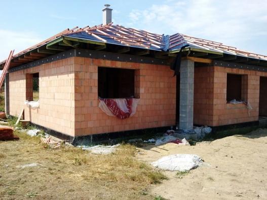 Program POROTHERM DŮM Wienerberger nabízí pět skvělých výhod, které vám zaručí bezstarostnou stavbu cihlového domu. Nemusíte si vybírat, u nás získáte odpověď na všechny vaše otázky… PDW totiž zajistí profesionální stavební firmu, 50 % slevu na projekt, kvalitní stavební materiál, garanční listinu a v neposlední řadě nezávislou kontrolu spolu s vystavením certifikátu jakosti. Nesněte sny o dokonalém domově, realizujte své představy!
