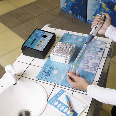 Úspěch při čištění vody vbazénu závisí především naurčení správné výše pH (měřeno nastupnici od0 do14). Ideální hodnota pH vevodě se nachází mezi 7 až 7,2(DESJOYAUX)