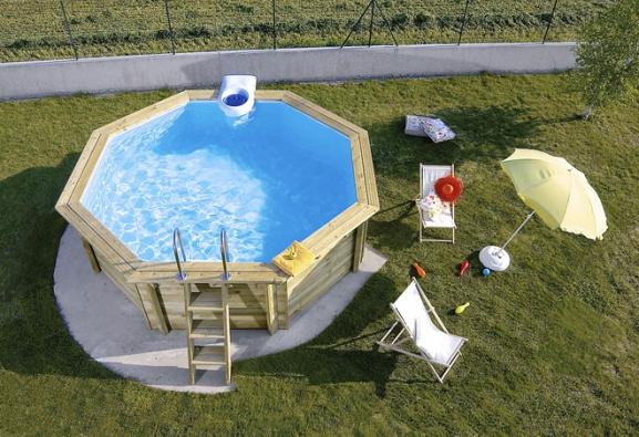 Bazény mohou mít mnoho podob. Nabízejí se fóliové nebo keramické bazény dozemě ataké bazény ze speciálních materiálů, ať už moderní přelivové nebo tradiční skimmerové, které můžete zcela zapustit dozemě, nebo je nechat částečně nad terénem (DESJOYAUX)