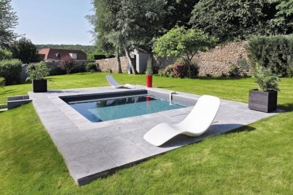 Hřejivé paprsky jara vybízejí kplánování avýběru technologie pro zahradní bazén. Lze začít ise stavbou, rekonstrukcí či úpravou okolí bazénu, aby bylo doléta všechno dokonale připravené. Každé prostředí iuživatel jsou svým způsobem unikátní, aproto je dobré obrátit se naprofesionály, kteří doporučí vhodný individuální postup.
