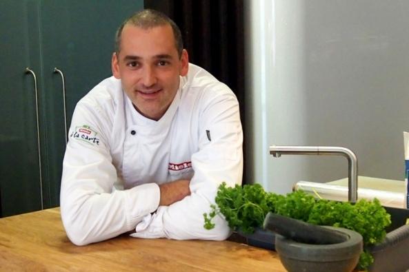 Ve spolupráci s Miele Michal Hromas nově nabízí také službu Miele Chef at Home, díky které si tohoto šéfkuchaře můžete pozvat přímo k vám domů a domluvit si menu přesně podle vašich představ.