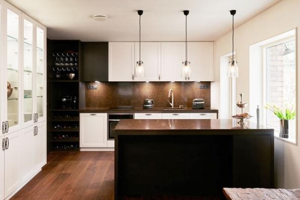 Máme pro vás skvělou fotogalerii interiérů zařízených nábytkem a dveřmi značky HANÁK. Žádné katalogové fotky! Uvidíte pouze reálné interiéry od zákazníků. Malé byty, rodinné bydlení, i velké rezidence. Co interiér, to originál!