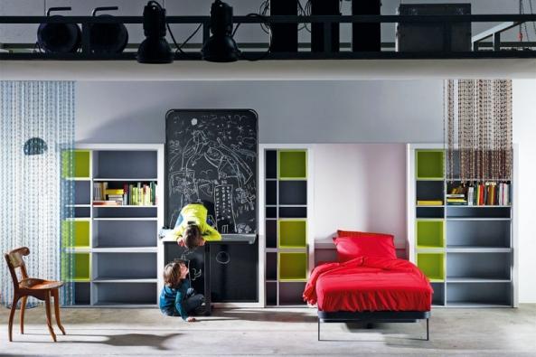 Sestava dětského nábytku Compositin 18, komponenty lze kupovat jednotlivě abarvy zvolit podle vzorníku, sklápěcí postel šetří místo. Vyrábí Lagrama, www.space4kids.cz