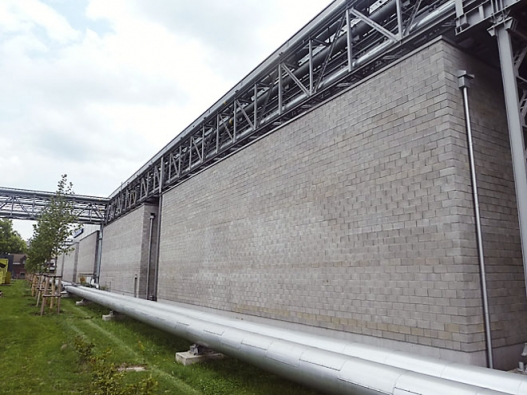 Betonové aliaporbetonové tvárnice značky LIVETHERM jsou vsoučasné době jediným stavebním materiálem, se kterým lze dosáhnout zajímavé betonové struktury povrchu vinteriéru iexteriéru, vpřípadě obvodového zdiva ipožadovaných tepelněizolačních vlastností (realizace nízkoenergetických staveb). (Foto: BETONOVÉ STAVBY - GROUP, s.r.o.)