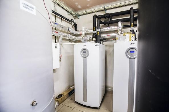 Všechny hotelové budovy vareálu jsou vytápěny tepelnými čerpadly systému voda/voda. Nejsou tu však geotermální vrty, využívá se voda  zmlýnského náhonu.