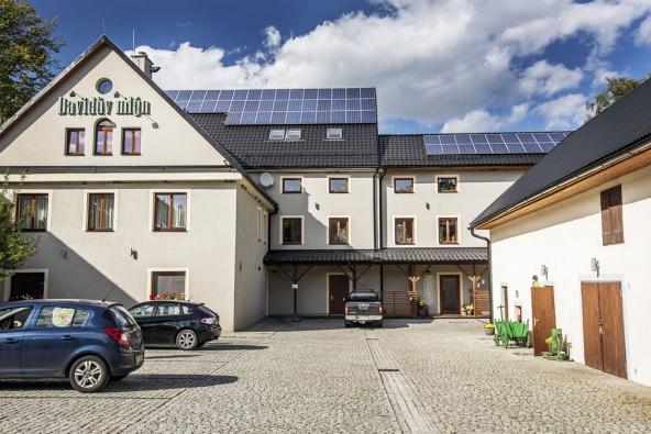 Nastřechách budov je fotovoltaická elektrárna oinstalovaném výkonu 70 kW. Distribuce  avyužití energie se děje vrežimu šetrného řízení aoptimalizace.