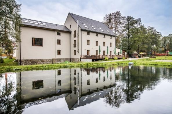 Hotelový areál Davidův mlýn získal cenu Obnovitelné desetiletí vkategorii Šetrná energie vpodnikání jako nejlepší energeticky soběstačný podnik, který vznikl vČR zaposledních deset let