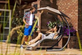 Kupovat kvalitní apohodlný zahradní nábytek se určitě vyplatí. Nezničí jej sluneční paprsky ani nerozmočí dešťové kapky (MOUNTFIELD)