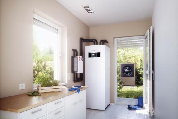 Kompaktní tepelné čerpadlo Logatherm systému vzduch/voda je navrženo pro venkovní instalaci askládá se ze dvou modulů (BUDERUS)