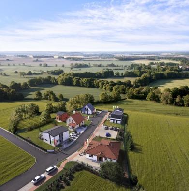 VCentru vzorových domů najdete v první etapě výstavby sedm volně přístupných domů od největšího dodavatele domů v ČR společnosti CANABA