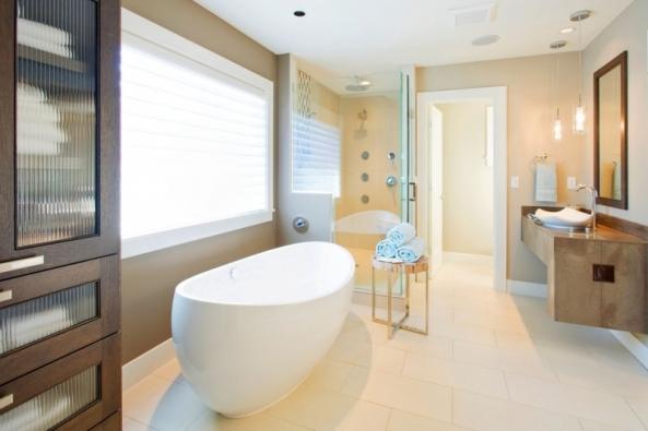 """Ať už plánujete zásadní přestavbu koupelny, nebo jen její nový """"facelift"""", vyplatí se věnovat zvýšenou pozornost elektrickým rozvodům avytápění."""