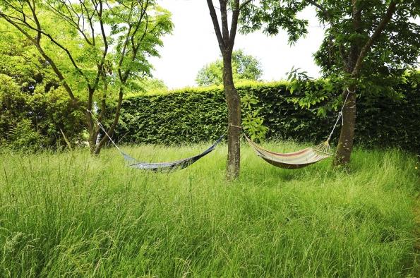 Důkazy o tom, že majitelé v zahradě žijí a aktivně si ji užívají, každé zahradě sluší.
