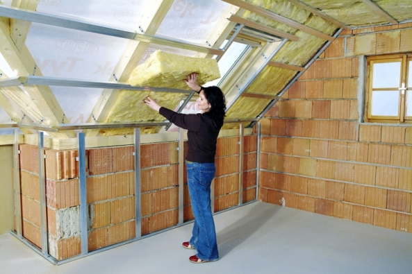 Zateplení střechy mezi krokvemi spoužitím rohoží zminerální vlny (ISOVER)