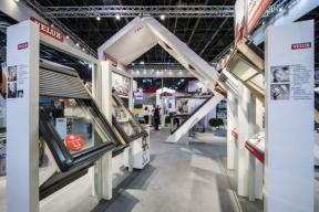 Společnost VELUX Česká republika představí na letošním stavebním veletrhu FOR ARCH kromě novinek a kompletního portfolia oken a stínicích doplňků také několik zajímavých a divácky atraktivních témat.