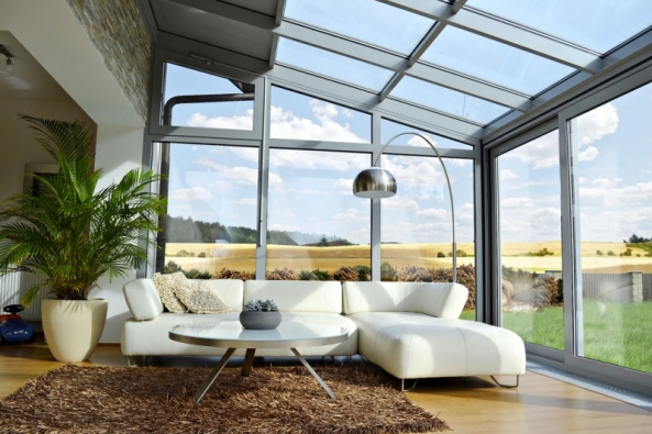 Zimní zahrady fungují jako úsporné prosklené domy, které nabízejí nádherný výhled donebe, teplo isvětlo. Přispívají tím kcelkovému snížení spotřeby energie vdomě. Jejich vhodné řešení zajistí pohodu rostlinám iobyvatelům domu.