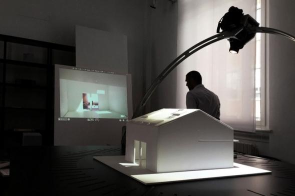 Hlavním tématem Healthy Home Academy 2017 je zdravé bydlení, které osobitým způsobem a z několika pohledů rozeberou pozvaní hosté. Kromě krátkých přednášek je připraven i doprovodný program zahrnující instalační live show, virtuální realitu nebo nejnovější simulátor prosvětlení.