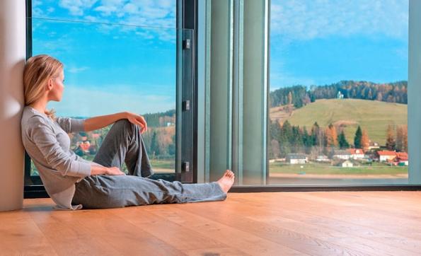 Kvalita vnitřního prostředí budov se v průměru až dramaticky snížila. Celoevropsky registrujeme pokles objemu větraného vzduchu na zhruba polovinu někdejších hodnot. Není problémem energetická náročnost, ale stav hygieny uvnitř domu. (www.beam.cz)
