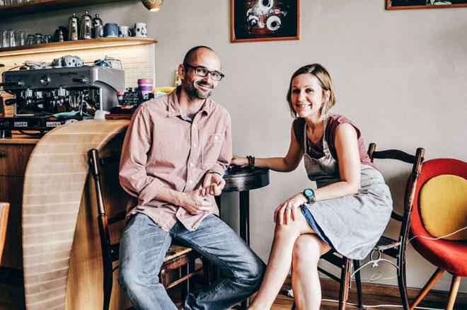 Tomáš a Daniela propojili při rekonstrukci poděbradské vily své profesní zájmy a vytvořili unikátní projekt, který preferuje přírodní materiály a zdravý životní styl.