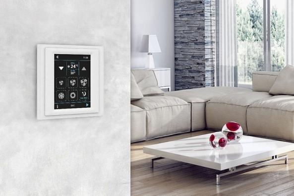 Tzv. inteligentní domy mohou být vybaveny jednotným systémem programování. Činnost domu lze jednoduše ovládat a řídit i na dálku, třeba pomocí chytrého telefonu (ELKO/iNELS)