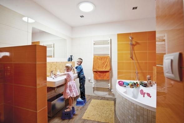 Světlovody přivedou denní světlo i do místnosti uprostřed domu. Stávají se běžnou součástí staveb stejně jako střešní okna nebo světlíky (LIGHTWAY)