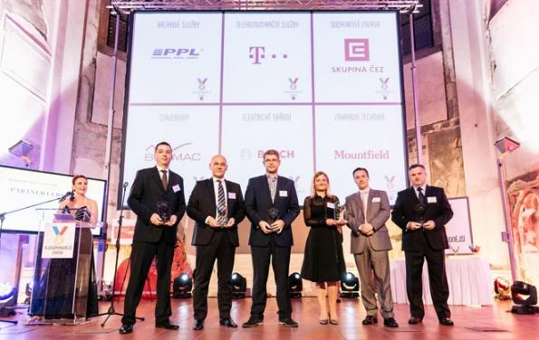 Ocenění Nejdůvěryhodnější značka 2017 za Bramac převzali generální ředitel společnosti Mag. Gerald Resch, MBA, CSE, a vedoucí marketingového oddělení Ing. Petra Sinkulová.