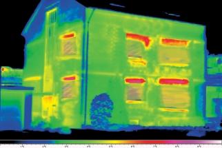Termovizní sníme - tepelná ztráta u neizolované budovy je zhruba 50% (HORNBACH)