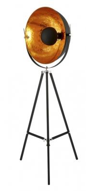 Industriální design reprezentuje lampa Satellight zlakovaného kovu, výška 177cm, cena 5990Kč, www.butlers.cz