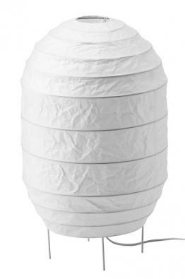 Dekorativní stojací lampa Storuman má lakovanou ocelovou základnu apapírové stínidlo, cena 299Kč, www.ikea.cz