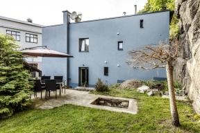 Koupí anáslednou rekonstrukcí domu si pan David splnil svůj sen: mít vlastní rodinný dům, což si plánoval už nazákladní škole, anavíc voblíbeném funkcionalistickém slohu.