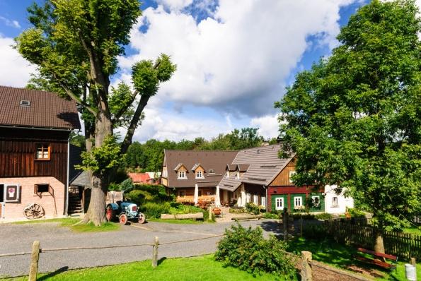 8. Na Stodolci budete v náručí přírody: V klidném zákoutí malebného městečka Chřibská objevíte útulný penzion, skvělou restauraci i stylovou kavárnu. Vše na dosah přírodních pokladů Českého Švýcarska. Toto místo láká na skvělou dovolenou v přírodě ve dvou i s dětmi. Čerstvý vzduch, nádherná krajina a skvělé jídlo vás přesvědčí, že se sem budete chtít vracet.
