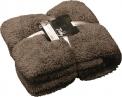 Ke každému polštáři patří jemné deky a plédy, které v sychravém nebo studeném počasí poslouží k zahřátí.