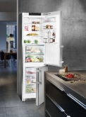 6. Systém pro dlouho čerstvé potraviny: Trvanlivost potravin závisí na správném skladování, především na teplotě a vlhkosti prostředí. Z tohoto důvodu společnost Liebherr vyvinula technologii BioFresh, která díky přesné elektronice umožňuje skladování potravin při teplotě těsně nad 0 °C a individuální nastavení vlhkosti v zásuvkách. V jedné chladničce můžete v optimálních podmínkách skladovat jak maso a mléčné výrobky (režim DrySafes s nízkou vlhkostí), tak ovoce a zeleninu, které mají vysoký obsah vody a vyžadují vyšší vlhkost (nastavení HydroSafe vytvoří prostředí s vlhkostí vzduchu až 90 %). Například kiwi skladované tímto způsobem si zachová svou chuť, vzhled i vitaminy až 80 dní, to je dvakrát déle než v běžné chladničce! Více na www.mctree.cz