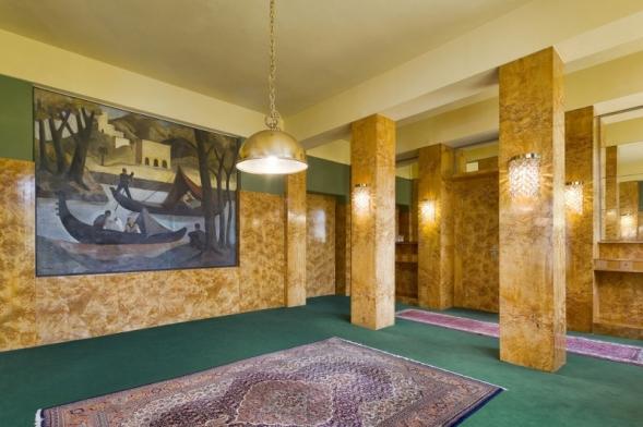 Brummelův dům vPlzni ajeho interiéry navrhl arealizoval Adolf Loos vletech 1928–29 se svým asistentem Karlem Lhotou. Nizozemská společnost Iconic Houses jej zařadila doprvní stovky nejlepších veřejně přístupných objektů architektury 20. století nasvětě.