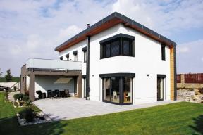 Typový rodinný dům ABELE pro 4až 5člennou rodinu, postavený ze systému ztraceného bednění Velox (HOFFMANN)