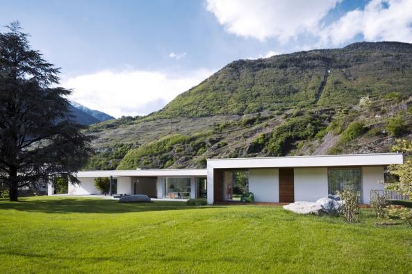 Napozemku naokraji severoitalského města Sondrio, pod svahy vinařského regionu Valtellina akousek odšvýcarských hranic spolu dokonale souzní příroda, architektura aumění.