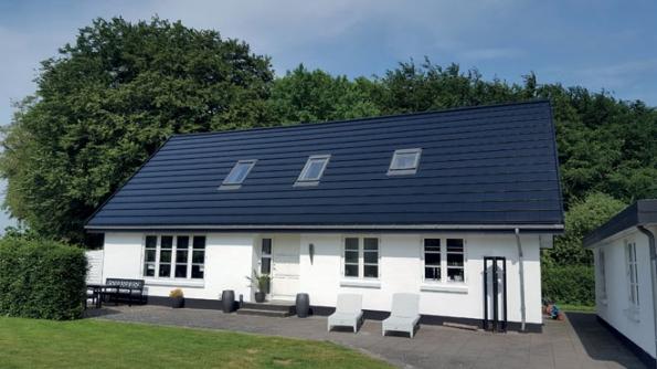 Realizace střechy - Quadro Acoustic (Zdroj: Decra.cz)