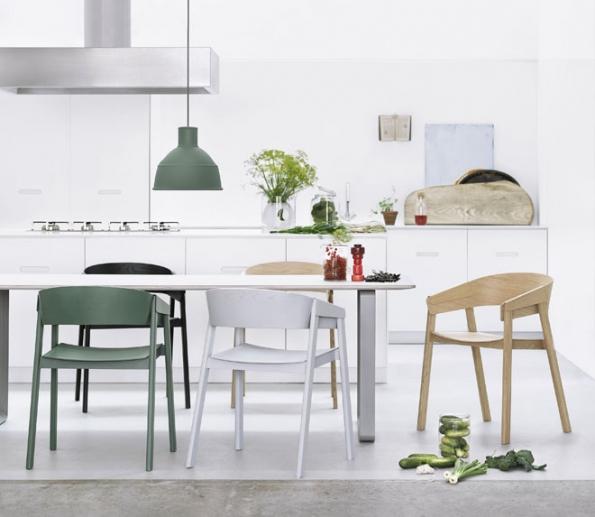 Židle Cover zmasivního buku aohýbané překližky, design Thomas Bentzen, barvy navýběr, možnost čalouněného sedáku, Muuto, cena od11890Kč, www.onespace.cz