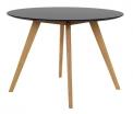 Kulatý jídelní stůl Bess má desku zčerné MDF anohy zmasivního dubu, Ø 110cm, cena 9827Kč, www.jena-nabytek.cz