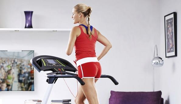 Běžecký pás York Fitness 120 Folding je vhodný pro začátečníky amírně pokročilé. Má 13 přednastavených programů, rychlost od1,0 do16 km/hod., LCD displej, max. nosnost je 110kg. Nabízí York Fitness, orientační cena 11975Kč, www.yorkfitness.com