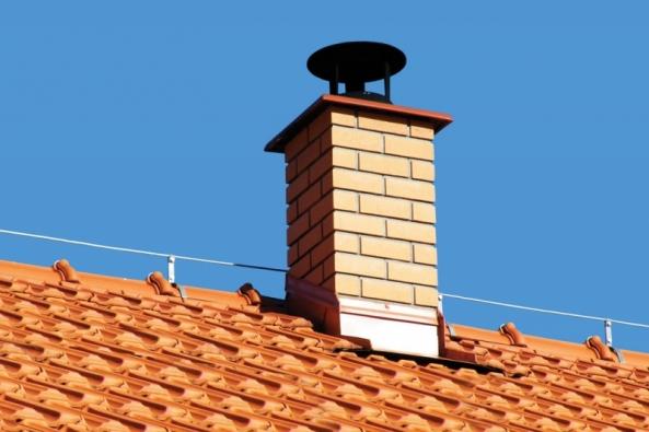Společnost HELUZ připravila pro své zákazníky speciální akci na vybrané komínové doplňky: měděné  za cenu nerezových a keramické a litinové za cenu betonových, čili doplněk z dražšího a kvalitnějšího materiálu za cenu levnější varianty.