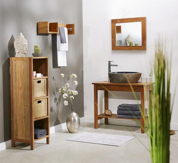 Stůl pod umyvadlo ze série Thalassa je zteakového dřeva, cena 8990Kč, aumyvadlo zpřírodního říčního kamene, cena 3990Kč, www.butlers.cz
