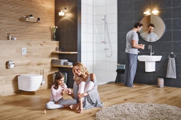 Zucelené řady baterií Eurosmart je nový sprchový set stechnologií Grohe SilkMove zajišťující plynulou regulaci tekoucí vody, cena novinky nadotaz, www.grohe.cz