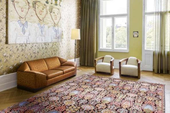 Ručně tkaný koberec typu Isfahan (70%hedvábí) od společnosti Rug Star interpretuje jedinečnou krásu perských vzorů ve stylu nové klasiky (New Classic)