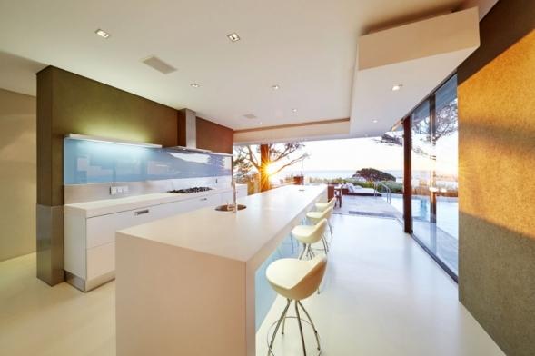 """Minimalistický styl v interiéru vyjadřuje touhu po volném prostoru s minimem nábytku i doplňků. Kvantitu nahrazuje kvalitou, s minimem prostředků dokáže vyvolat maximální účinek a řídí se heslem """"v jednoduchosti je krása""""."""