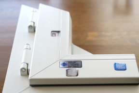 Řešení VEKA IPS se prostřednictvím čipu zabudovaném v rámu plastového okna a aplikaci pro chytré telefony stane digitálním průkazem okna.