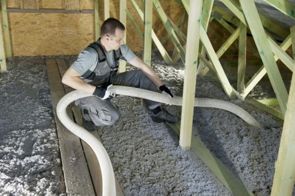 Podkroví zateplené pomocí foukané celulózové izolace aneb příběh mlčícího kotle (Zdroj: CIUR)