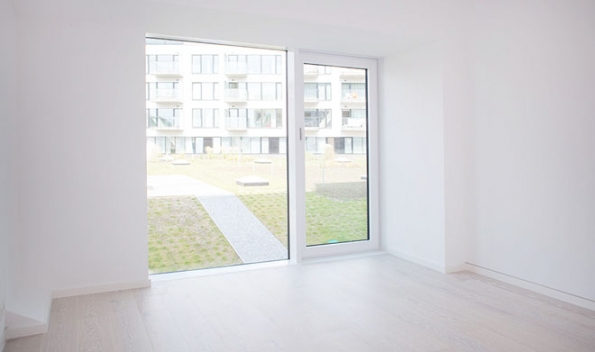 Zapuštěný sokl, podlaha Kährs Dub Nouveau Snow, KPP (Zdroj: Rezidence Sacre Coeur2)rezidence-sacre-coeur2--kopie 40115