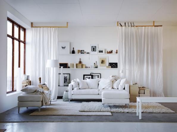 Kolébkou skandinávského stylu je od20. let 20. století Švédsko, odkud se v60. letech prostřednictvím IKEA začal šířit dosvěta. Skandinávský styl sdružuje to nejlepší znárodních stylů azahrnuje například dánská svítidla, finské sklo nebo švédský nábytek, který historicky patří kesvětové špičce.