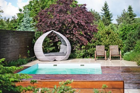 Ať už si vyberete jakýkoli bazén či přírodní jezírko, zvolte pro něj takové místo, kam dopadá přes den nejvíce slunečních paprsků.